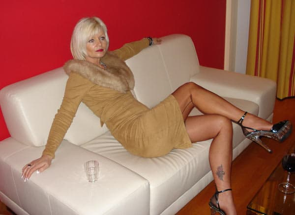 Une cougar toute chaude offre un plan de sexe à Marne chaque weekend